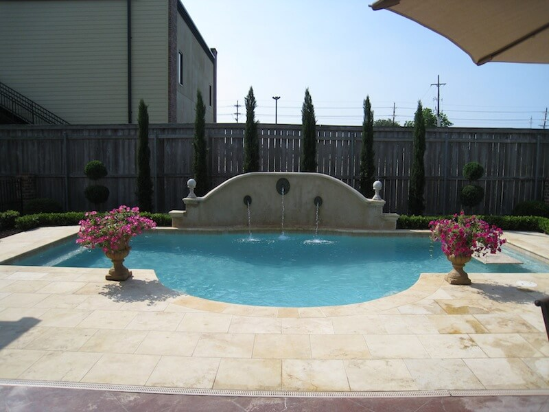 classic roman design pool with raised stucco wall - Roman Swimming Pool Designs