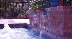 raised-gunite-spa-with-antique-brick-overlay-baja-shelf