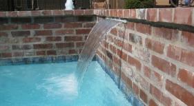 sheetfall-water-feature-antique-brick-diamond-brite-blue-quartz-plaster-raised-wall