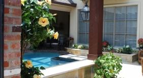 small-gunite-pool-spa-pergola-granite-spillover-quartzite-coping-raised-planter