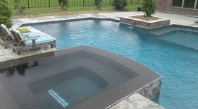 Geometric-pool-with-tanning-ledge-geometric-spa-with-perimeter-overflow-cocktail-table-with-umbrella-_-copper-scuppers2