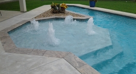 Octagon-tanning-ledge-with-bubblers1