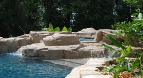 concrete-rico-rock-spa-with-pebble-finish-flagstone-coping