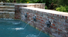 raised-antique-brick-wall-with-decorative-emitters-raised-spa-with-stepped-spillover