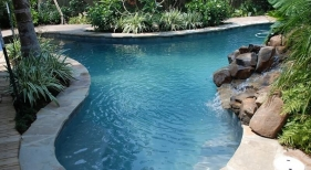 freeform-pool-natural-rock-waterfall-flagstone-coping-saltrock-finished-colored-concrete-deck