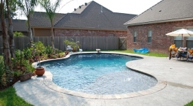 gunite-diving-pool-with-baja-shelf-diamond-brite-french-gray-plaster-slate-bull-nosed-coping-saltrock-finished-concrete-deck