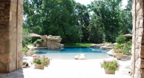 beach-entry-gunite-pool-with-vanishing-edge-rico-rock-spa-pebble-finish-flagstone-coping