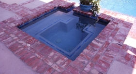 square-concrete-spa-with-horseshoe-bench-trim-tile-antique-brick-coping